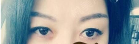 眉淡即稀,这就是我的眉毛,你要搁远点看的话,根本就看不到我是有眉毛的银,天天为了化眉毛,都要花去大半的时间,真是够够的了...