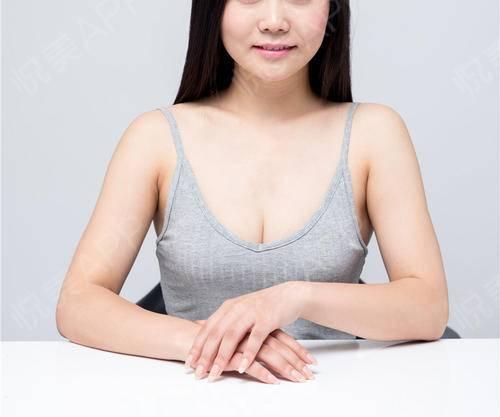 最近爱上了吊带衫,既时尚,又性感。听说在亚洲,把吊带衫穿出性感的人不多,我挑战了几个,不管走在哪里,都还是很有回头率的,...