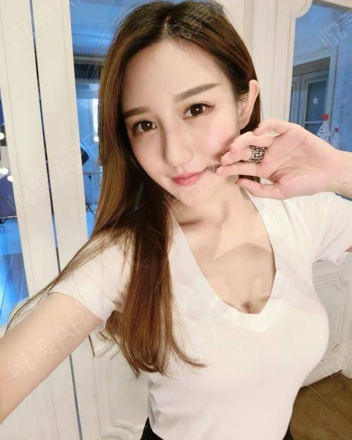 好久不见了啊,刚刚在刷weibo的时候看到一句话:女人之间不用比别的,比她漂亮就好,你们觉得说得对吗?有的人说自己性格不...