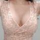发觉胸大了,其实也可以省布料的 有些裙子根本就不需要穿内衣,一个乳贴就够了偶尔出去浪的时候,穿得很性...