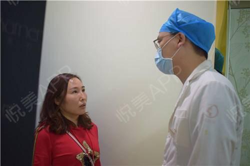 双眼皮修复手术当天_眼整形失败修复手术当天_眼部整形手术当天_温水煮红枭分享图片2