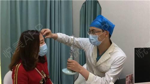双眼皮修复手术当天_眼整形失败修复手术当天_眼部整形手术当天_温水煮红枭分享图片4