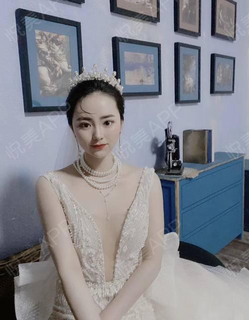 小仙女要结婚嫁人啦,造型拗的好,扣图扣的少。哈哈随口就很押韵,其实主要还是脸小了感觉更上镜了~幸福的感觉呀