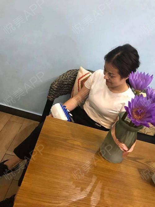 有人告诉我,爱花的人一般都很爱生活,我觉得我就是这种人,每次看到卖花的就想买,但是每次我家大猪蹄子都会说这花没几天就凋谢...